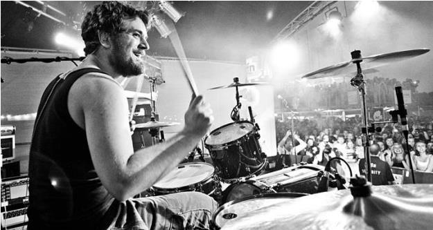 Sascha Madsen an den Drumms